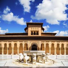 Fototapete - Famous Lion Fountain - Alhambra Palace, Granada (Andalusia), Spa