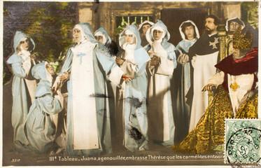Carte postale ancienne / Juana embrasse Thérèse / Carmélites