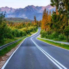 Keuken foto achterwand Weg in bos road in mountains