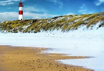 Fototapete - Sylt Winter mit Schnee am Strand Leuchtturm