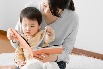 赤ちゃん、本、読み聞かせ