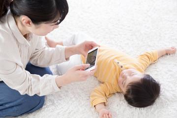 赤ちゃん、撮影、写真、携帯電話、スマートフォン