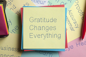 Gratitude Changes Everything written on a note