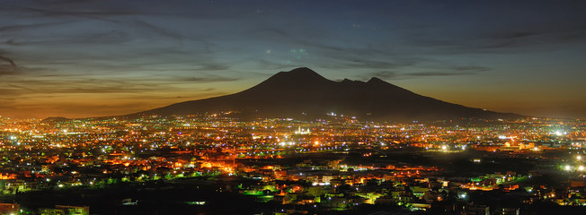 Foto op Plexiglas Napels Naples, Campania, Italy. View of the bay by night and Mount Vesuvius Volcano in background