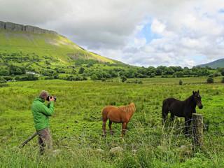 Irland - Fotograf am Ben Bulben im County Sligo