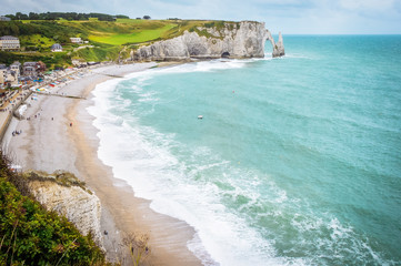 Fantastic white sand beach and cliffs of Etretat, norman french town outdoor landscape. View above the town and the bay of Falaise d'Amont Etretat City, famous landmark of Normandy in France, Europe Fototapete