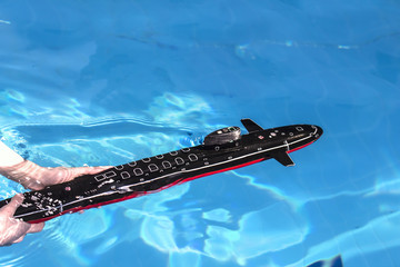 Start a model of a submarine in the pool