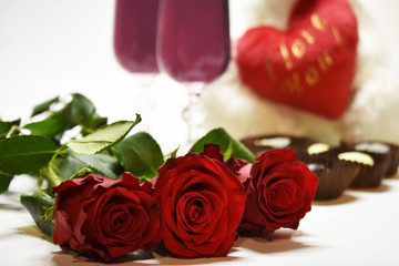 red roses against the background of heart and glasses