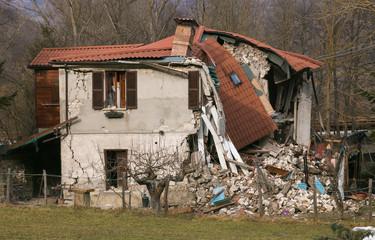 Il terribile terremoto di Amatrice che ha distrutto il centro Italia