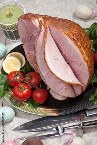 """Baked Easter Ham with Vegetables"""" Stockfotos und lizenzfreie Bilder ..."""
