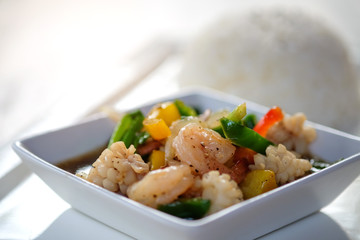 Shrimp with black pepper and rice.