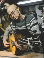 Luthier of Madrid he is precise bass acoustic