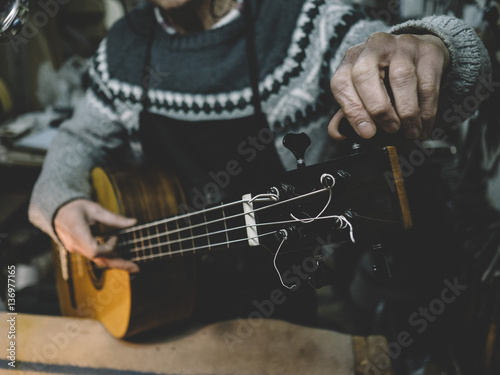 Luthier of madrid he is precise bass acoustic stok for Luthier madrid