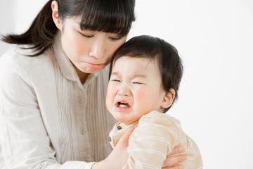 泣く赤ちゃん、あやす、親子、母