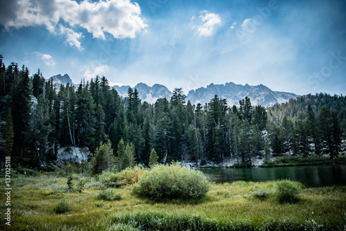 emerald lake in the mammoth lakes basin appear green stock photo