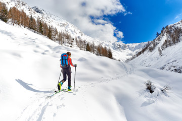 Girl makes ski mountaineering alone