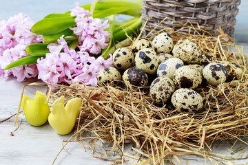 Wicker basket with quail eggs