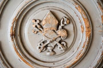 Papstwappen auf Tür