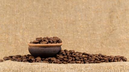 Grains of coffee aroma and invigorating drink