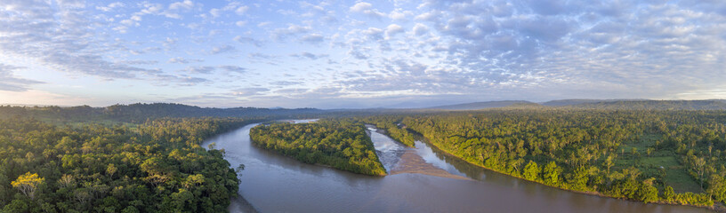Photo sur Plexiglas Rivière de la forêt Aerial panorama of the Rio Napo at dawn in the Ecuadorian Amazon with the first rays of the sun illuminating the forest canopy.