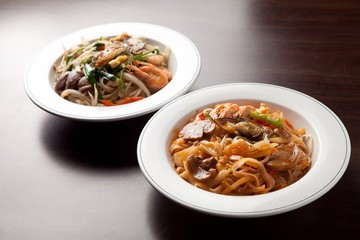 Delicious stir-fried rice noodles made from fresh mussels, shrimp, shellfish and seafood