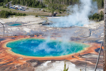 Poster de jardin Parc Naturel Majestic grand prismatic pool steem basis guyser yellowstone tourist sight seeing tour.