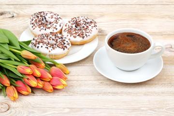 Pączki kwiaty oraz kawa