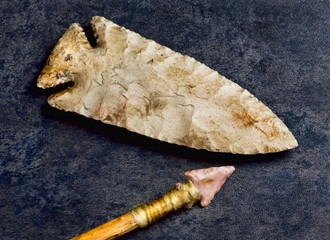 Real American Arrowhead and spearhead found in Kentucky made around 2000 to 6000 years ago.