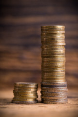 Eurostapel symbolisieren Ungleichheit beim Einkommen