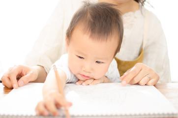赤ちゃんとママでお勉強お絵かき