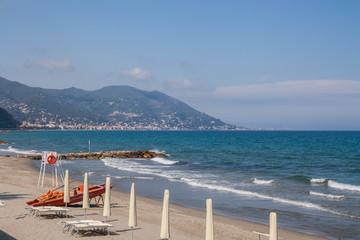 Il lungomare di Laigueglia, Mar Ligure, Savona, Liguria, Italia