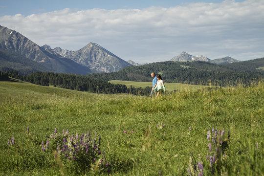 Couple in the Spanish Peaks mountain area, near Bozeman; Montana