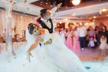 Spoed Foto op Canvas Dance School Happy bride and groom their first dance