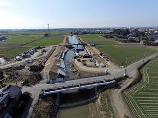 大水害で壊れた可動堰の新設工事