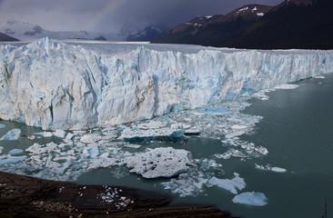 Gletscher mit großen Eisschollen
