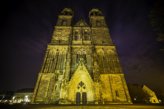 Beleuchteter Dom in Magdeburg