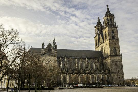 Der Dom zu Magdeburg an einem Wintermorgen