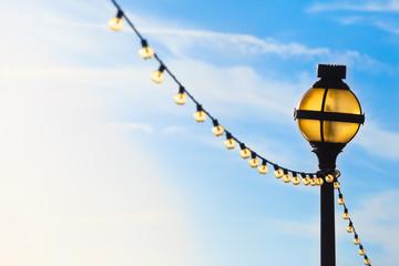 String Of Blue Lights Song : Bilder und Videos suchen: bis: 75tiks