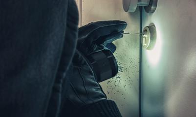 Einbrecher lockpicking Haustüre