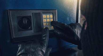 Burglar enter a code to crack a tresor