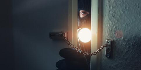 Türkette hindert Einbrecher an Wohnungseinbruch
