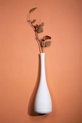 Натюрморт с белой вазой и веткой с листьями