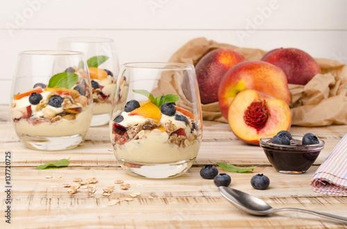 """Granola with peaches, yogurt and blueberries"" Stockfotos ..."