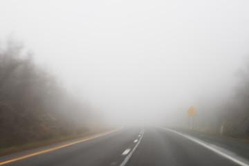 foggy highway Fototapete