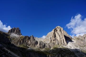 Felsige Gebirgslandschaft in den Dolomiten / Naturpark Rosengarten