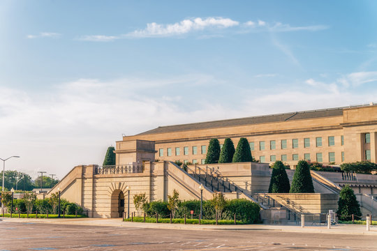 WASHINGTON DC, USA: The Pentagon is the headquarters of the United States Department of Defenses one of the world's largest office buildings designed by architect George Bergstrom