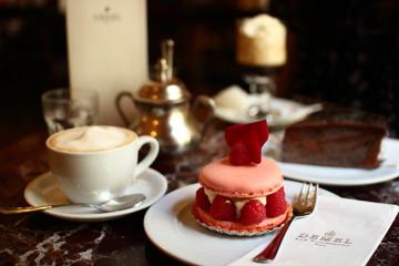 Cafe DEMEL Macaroon