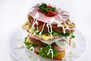 A sandwich on the plate