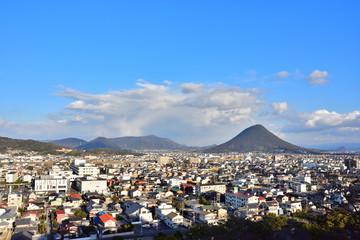 丸亀城から見た讃岐富士(東方向・2017年2月)