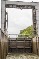 Schleuse mit Schleusentor für Schifffahrt
